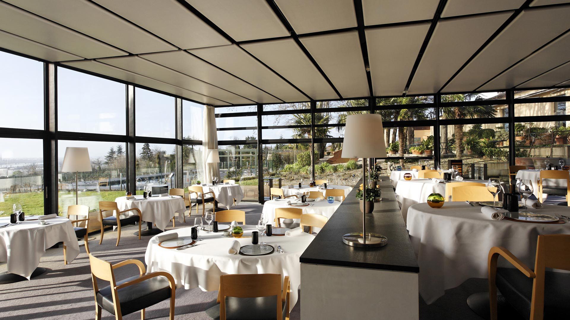 Luxury hotel bordeaux saint james bouliac for La cuisine x le creuset